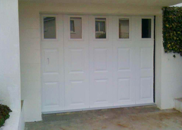 Porte garage sur mesure beautiful portes de garage with for Fabricant porte de garage sur mesure